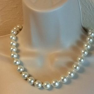 Simulated pearl neckless